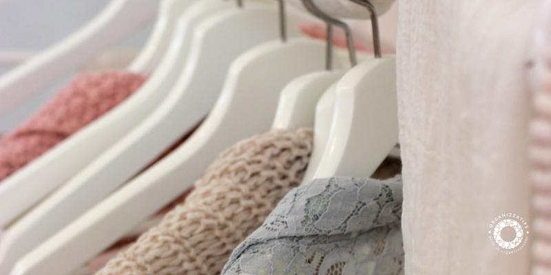 Organizzare i vestiti nell'armadio