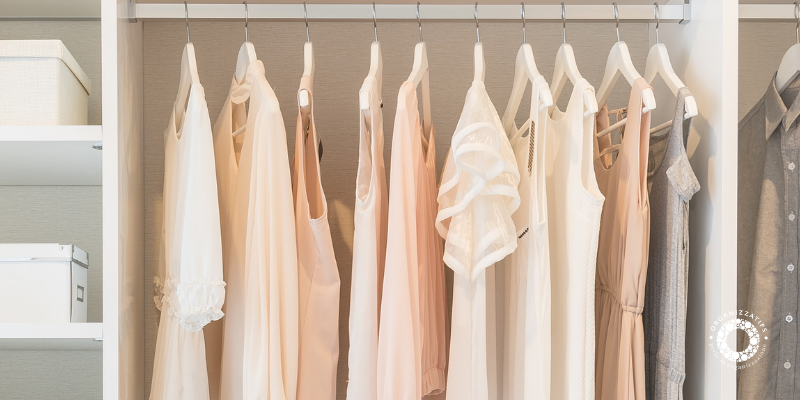 Un armadio per i vestiti leggero e funzionale