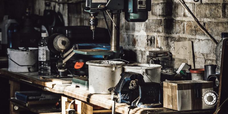 Decluttering in garage, cantina e ripostiglio