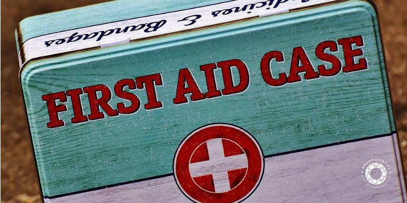 Il kit per il primo soccorso in automobile